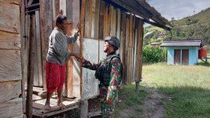 Ciptakan Rasa Damai dan Nyaman, Satgas Yonif 403 Anjangsana Kampung Sopa