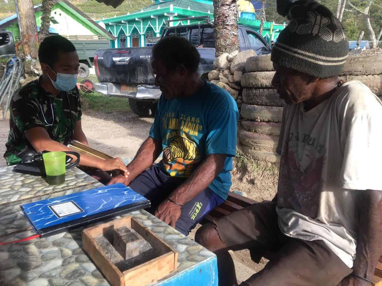 Satgas Pamrahwan Yonif 751/VJS Beri Layanan Kesehatan Gratis Untuk Warga Wamena