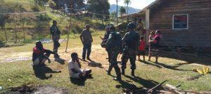 Perkuat Kemanunggalan TNI Dengan Rakyat, Satgas Yonif 751/VJS Kunjungi Ondoafi Distrik Tiom