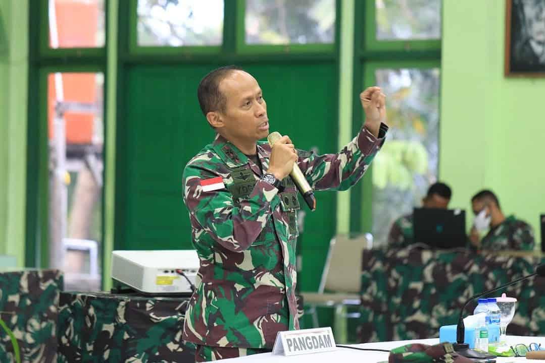 Pangdam XVII/Cenderawasih Ikuti Vicon Bersama Kasad Dalam Pengarahan dan Pengecekan Personel Satuan BKO Kodim Persiapan