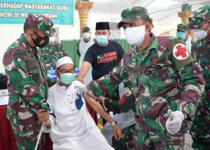 Cegah Laju Covid-19, Pangdam I/BB Tinjau Serbuan Vaksinasi Dosis II di Ponpes Al- Kautsar Al-Badar Medan