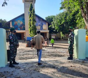 Berikan Rasa Aman Saat Ibadah, Satgas Yonif 742 Bantu Pengamanan Gereja dan Kapela Perbatasan