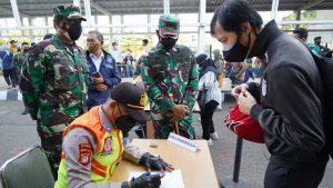 Hari Pertama Penerapan Inmendagri dan SE Kemenhub, Danrem 061/SK Cek KRL Bogor