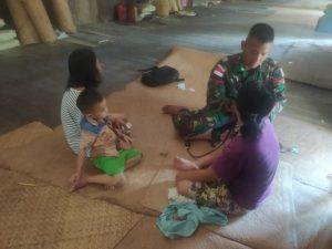 Satgas Pamtas Yonif 144/JY Bantu Pelayanan Kesehatan Warga Yang Sakit di Batang Lupar