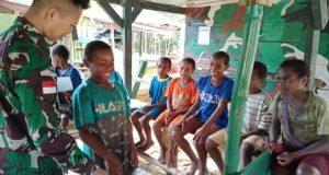 Motivasi Semangat Belajar, Satgas Yonif 403 Bagikan Alat Tulis Kepada Anak Perbatasan
