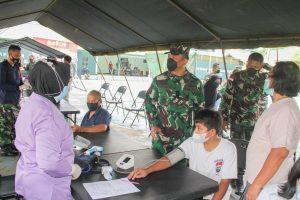 Danrem 172/PWY Meninjau Serbuan Vaksinasi Gelombang Kedua Tahap I di Jayapura
