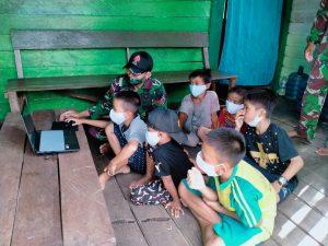 Personel Satgas Yonif 144/JY Tanamkan Nilai-Nilai Kebangsaan Kepada Anak-anak Perbatasan