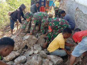 Satgas Pamtas Yonarmed 6/3 Kostrad Rehab Kapela Terbengkalai di Perbatasan