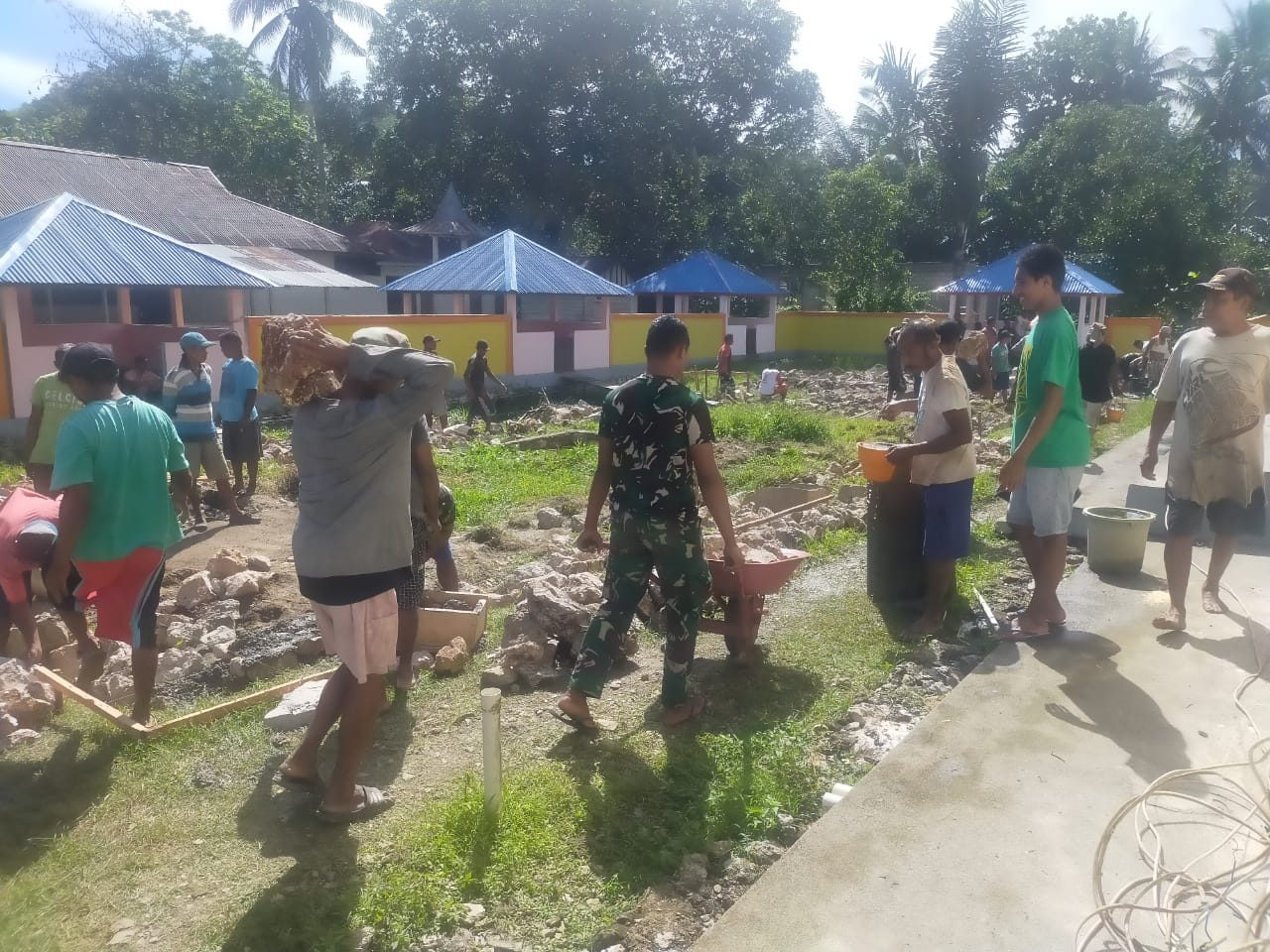 Bersama 200 Warga, Pos Alang Saode Bangun Pondasi Gedung Serba Guna