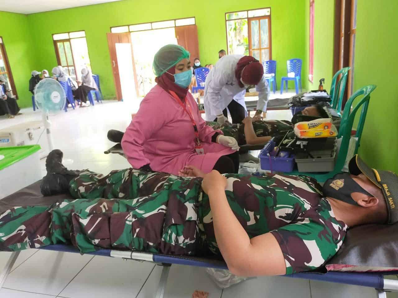Bantu PMI Jayapura, Satgas Pamtas Yonif 131/Brs Pos Koya Koso Sumbangkan Darah