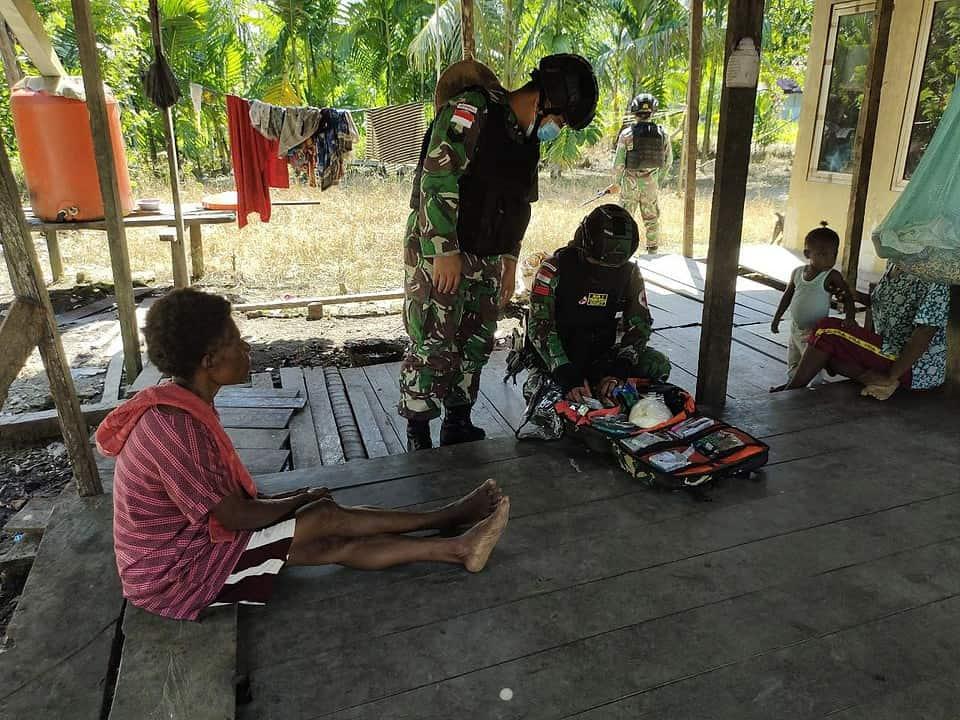 Satgas Yonif 131/Brs Berikan Pengobatan Rutin Untuk Masyarakat di Perbatasan Papua