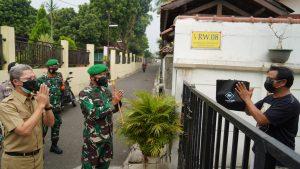 Go Babinsa, Kepedulian Korem 061/SK Salurkan Bantuan Kepada Warga Terdampak Covid – 19
