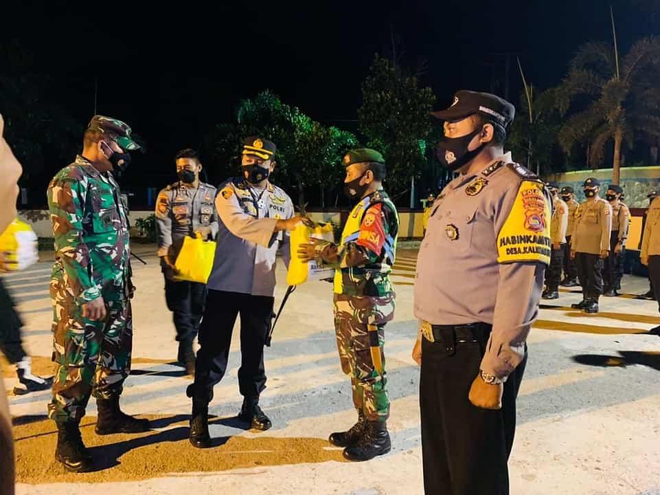 Satgas Covid -19 Sumbawa Barat Patroli Cegah Penyebaran Covid-19 dan Berikan Bantuan Sembako
