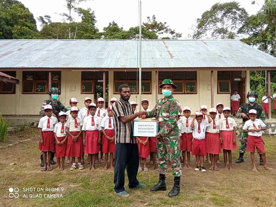 Dari Ujung Timur NKRI, Satgas Pamtas Yonif 403/WP Tingkatkan Semangat Pendidikan Anak-Anak Usia Sekolah