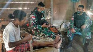 Sosialisasikan Prokes Melalui Anjangsana, Satgas Yonif 512/QY Gali Potensi Wilayah Di Ujung Timur Indonesia