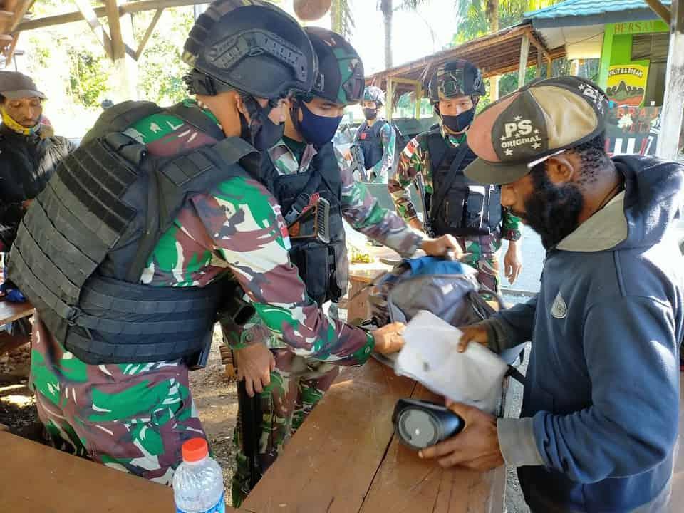 Pos TNI Amankan 6 Orang Terduga Anggota TPNPB-OPM Saat Sweeping di Papua