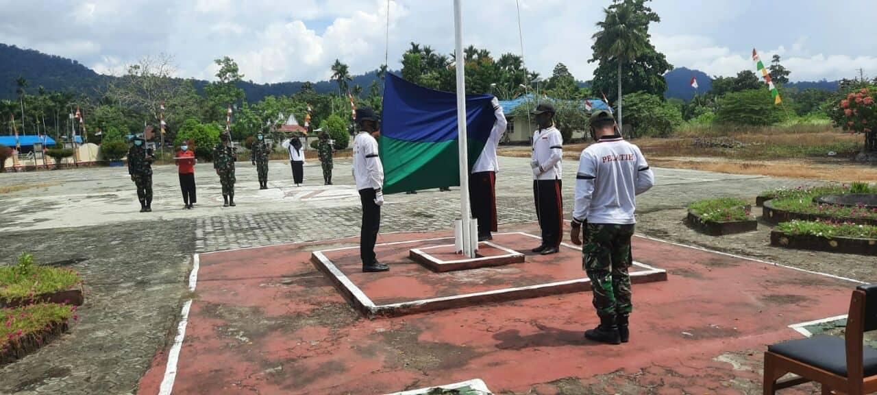 TNI di Perbatasan RI-PNG Latihkan Pasukan Pengibar Bendera (Paskibra) di Skouw Papua