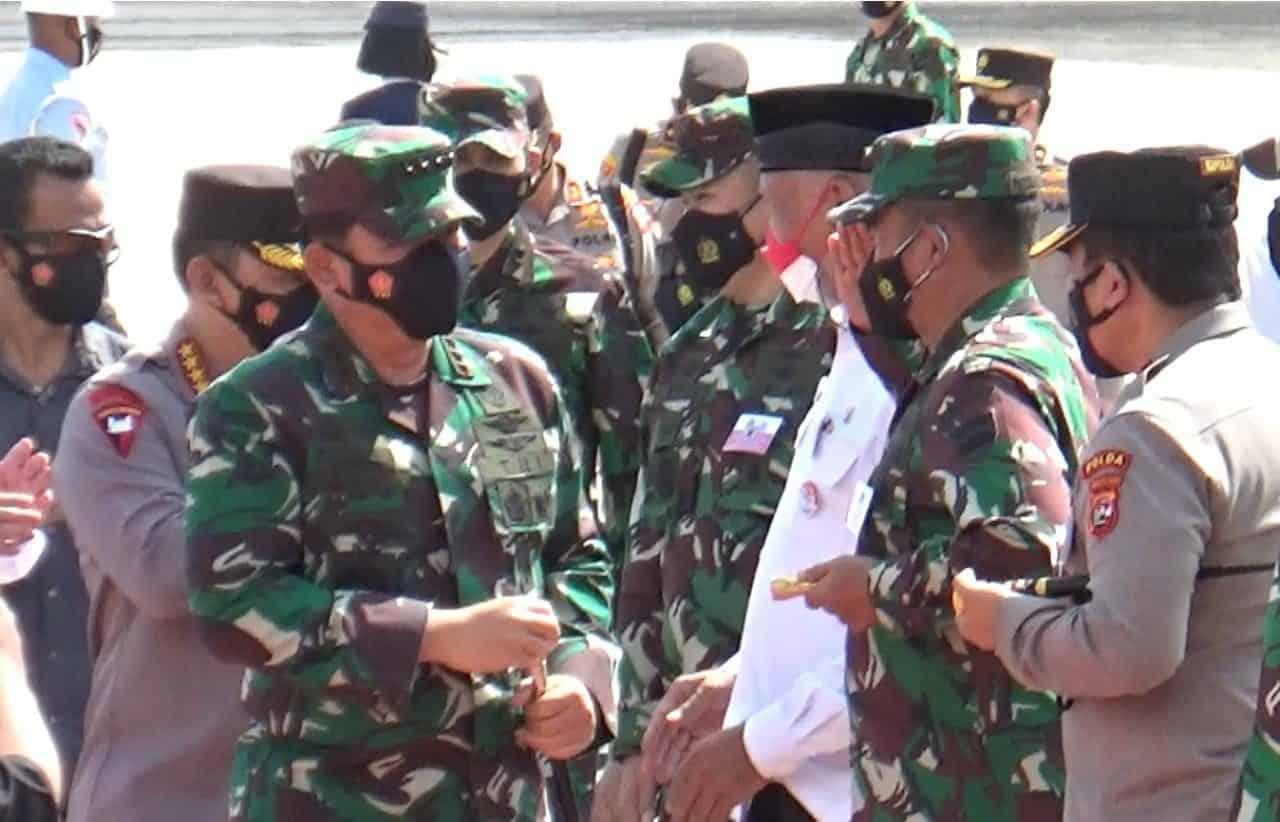 Pangdam I/BB Dampingi Panglima TNI dan Kapolri Rapat Dengan Forkopimda Bahas Penanganan Covid-19 di Sumbar