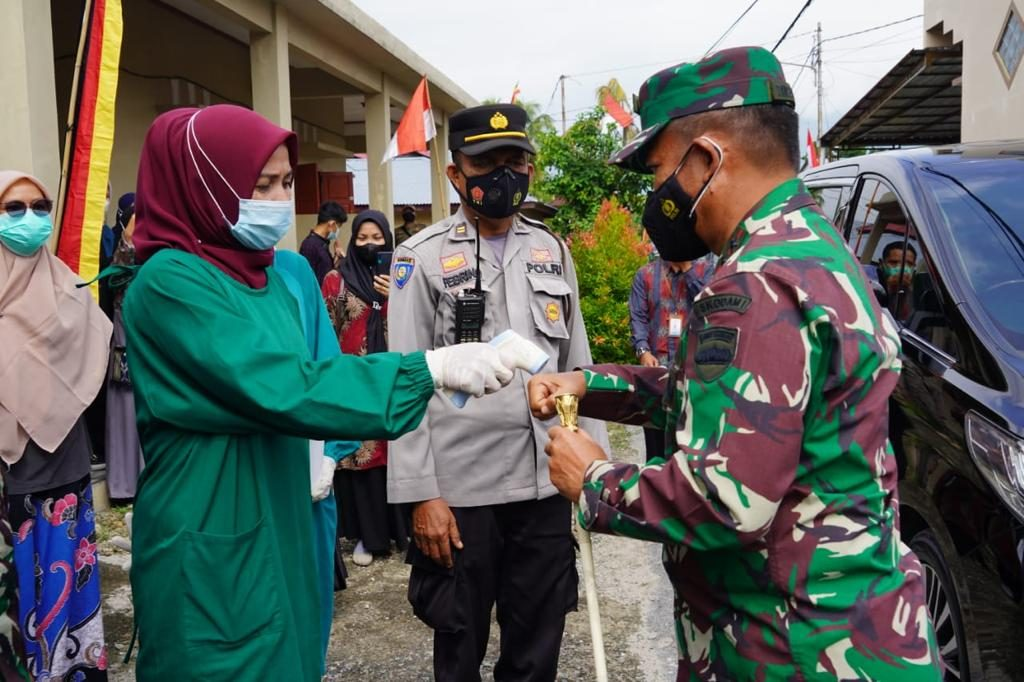 Pangdam I/BB Tinjau Posko PPKM Mikro Kampung Tageh Kota Solok