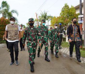 Pangdam I/ BB Kunjungi Posko PPKM dan Isoter Wilayah Padang Selatan