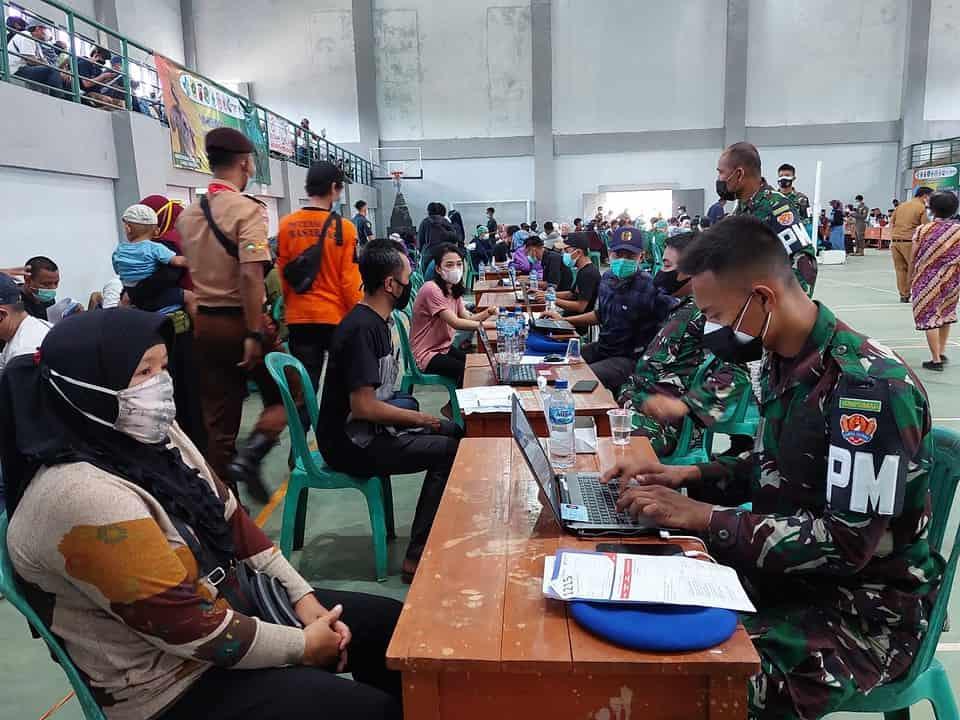 Personel Yonpomad Puspomad Bantu Pelaksanaan Vaksinasi Massal Bagi Warga Jonggol