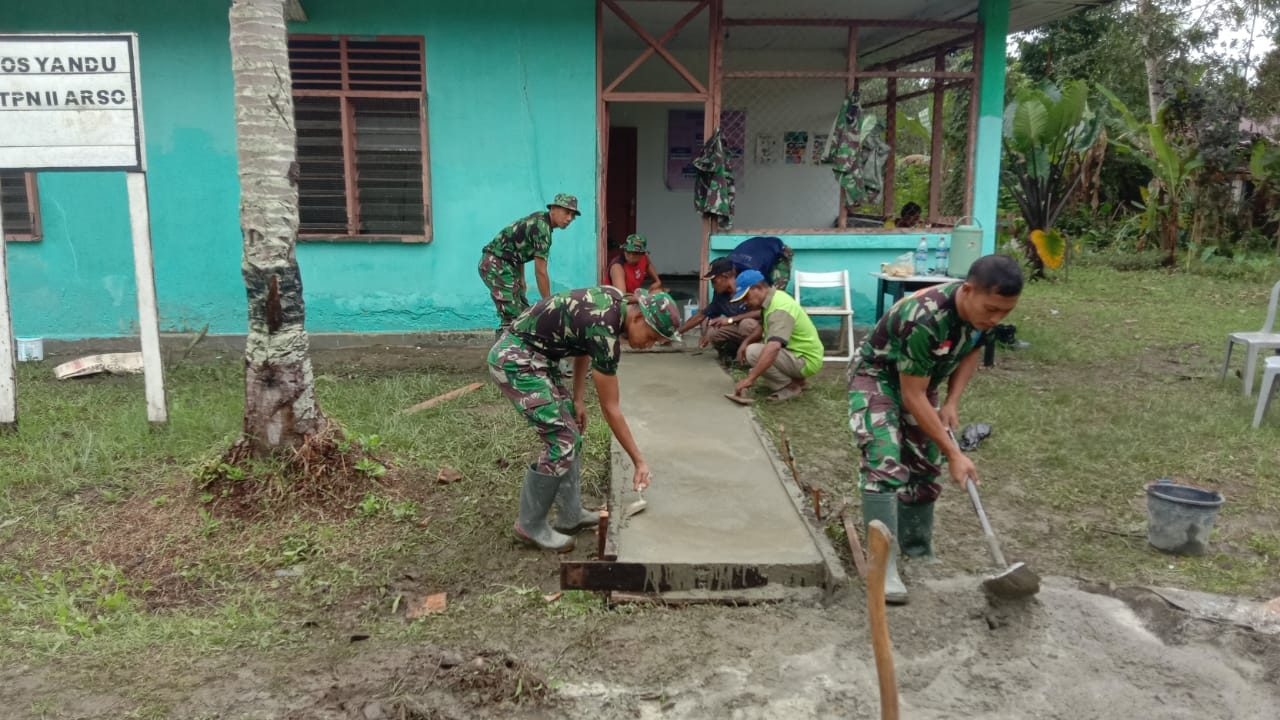 Jelang Hari Proklamasi Kemerdekaan RI, Satgas Yonif 403/WP Gelar Bhakti TNI di Wilayah Perbatasan RI-PNG