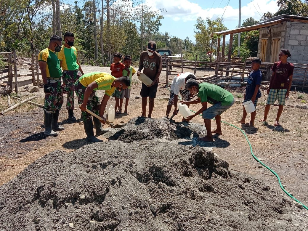 Satgas Pamtas Yonarmed 6/3 Kostrad Rehab Posyandu Oelbinose di Perbatasan Timor Leste
