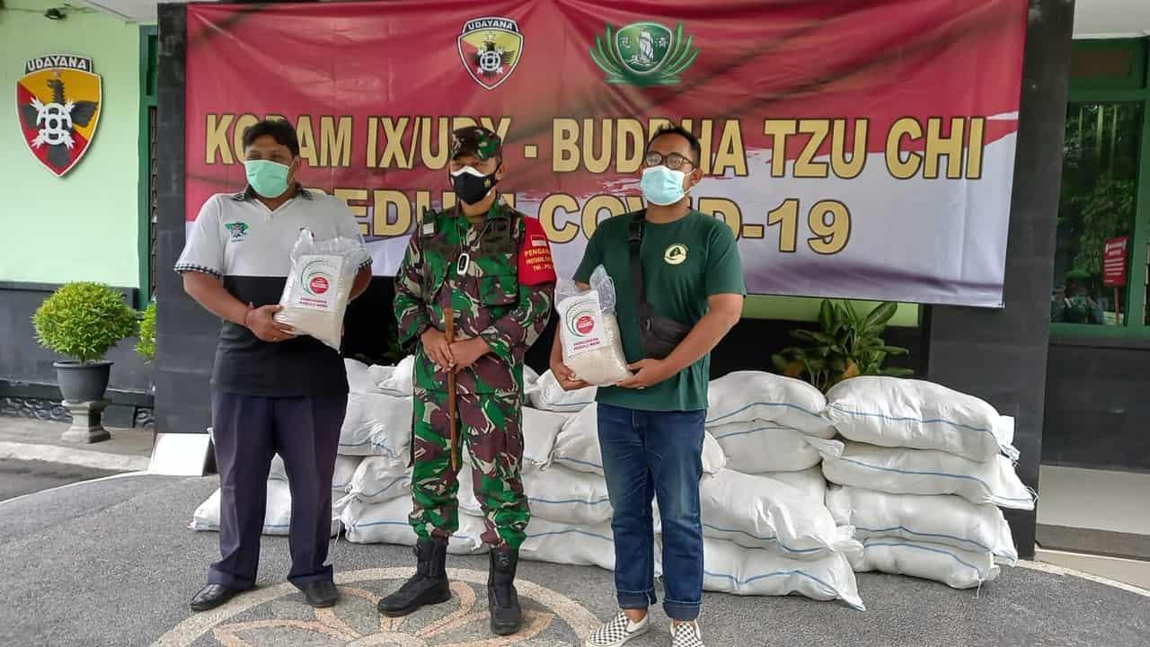 Kodim Badung Kembali Distribusikan 250 Paket Sembako Warga Terdampak Covid- 19