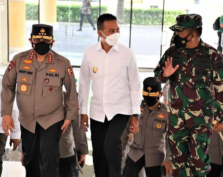 Dampingi Wakapolri, Pangdam I/BB Bersama Forkopimda Sumut Tinjau Posko PPKM, Vaksinasi dan Tempat Isolasi Terpusat Kota Medan