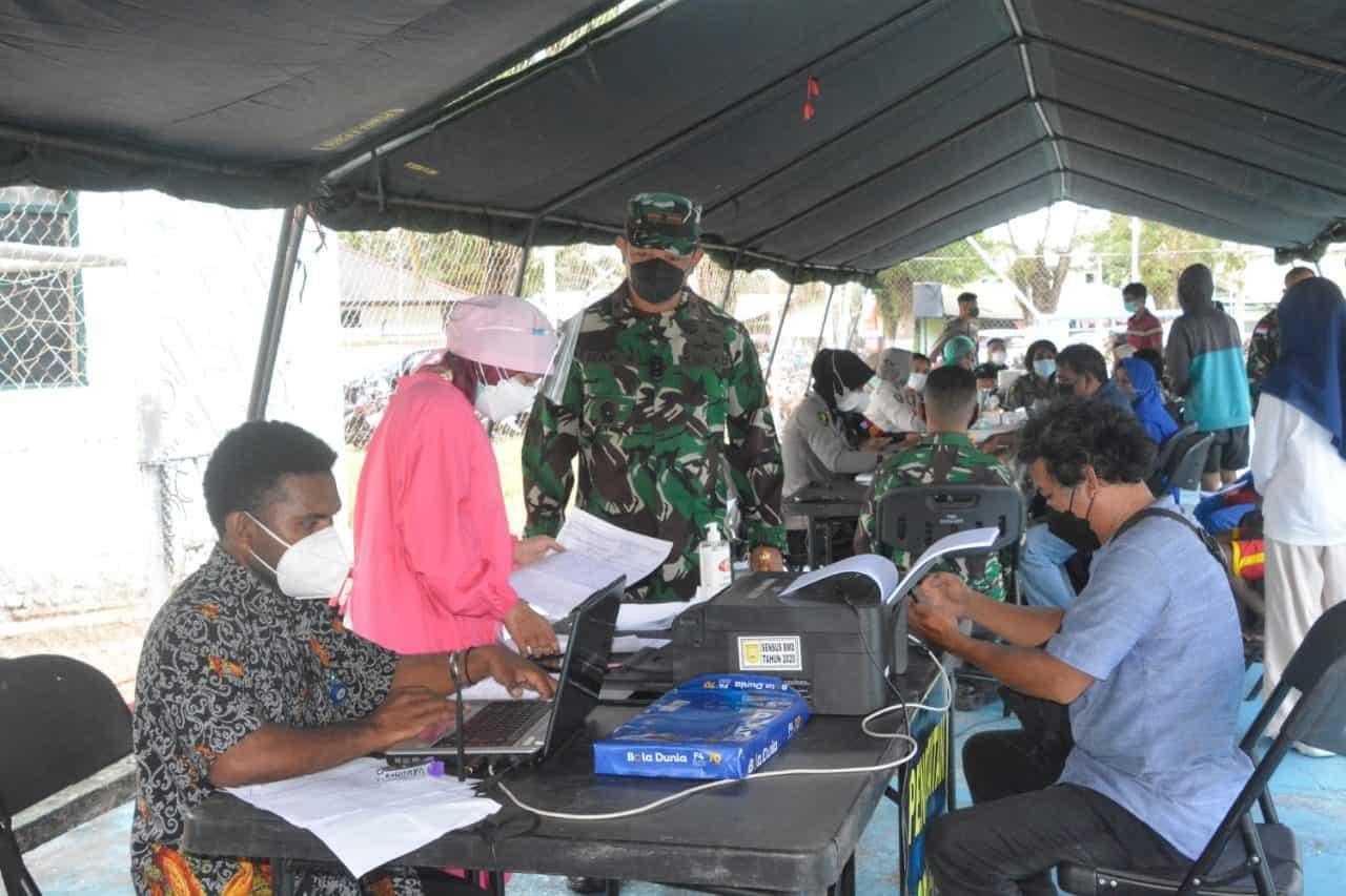 Danrem 172/PWY Tinjau Serbuan Vaksinasi Dosis Kedua TNI-Polri Bersama Pemkot Jayapura