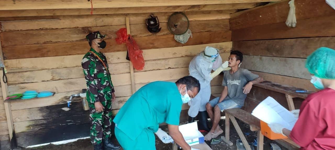 Personel TNI-Polri Lakukan Tracing dan Penyemprotan Disinfektan di Kabupaten Mimika