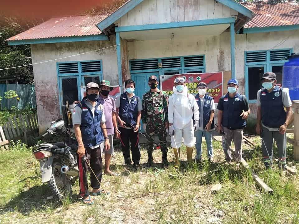 Satags Yonif 144/JY Kembali Lakukan Penyemprotan Disinfektan di Desa Senunuk