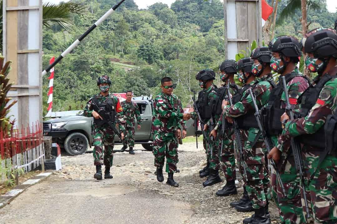 Gunakan Jalur Darat dan Udara, Dansatgas Yonmek 403 Kunjungi Pos Jajaran di Perbatasan RI-PNG