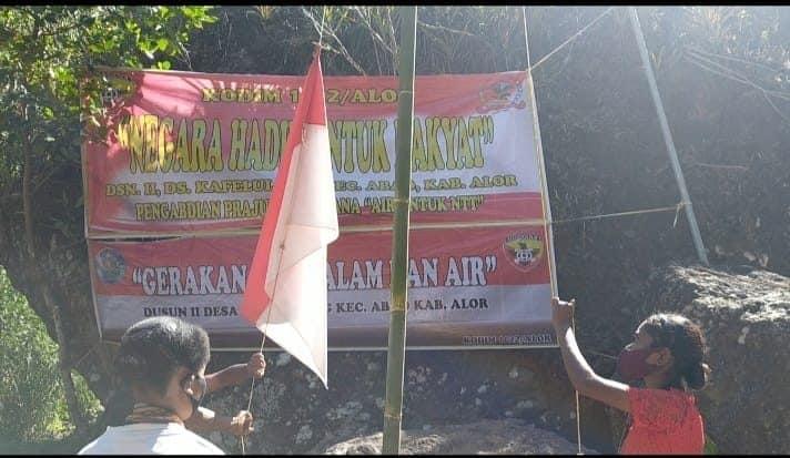 Babinsa dan Masyarakat Alor Upacara HUT Ke-76 RI di Lokasi Pompa Hidram