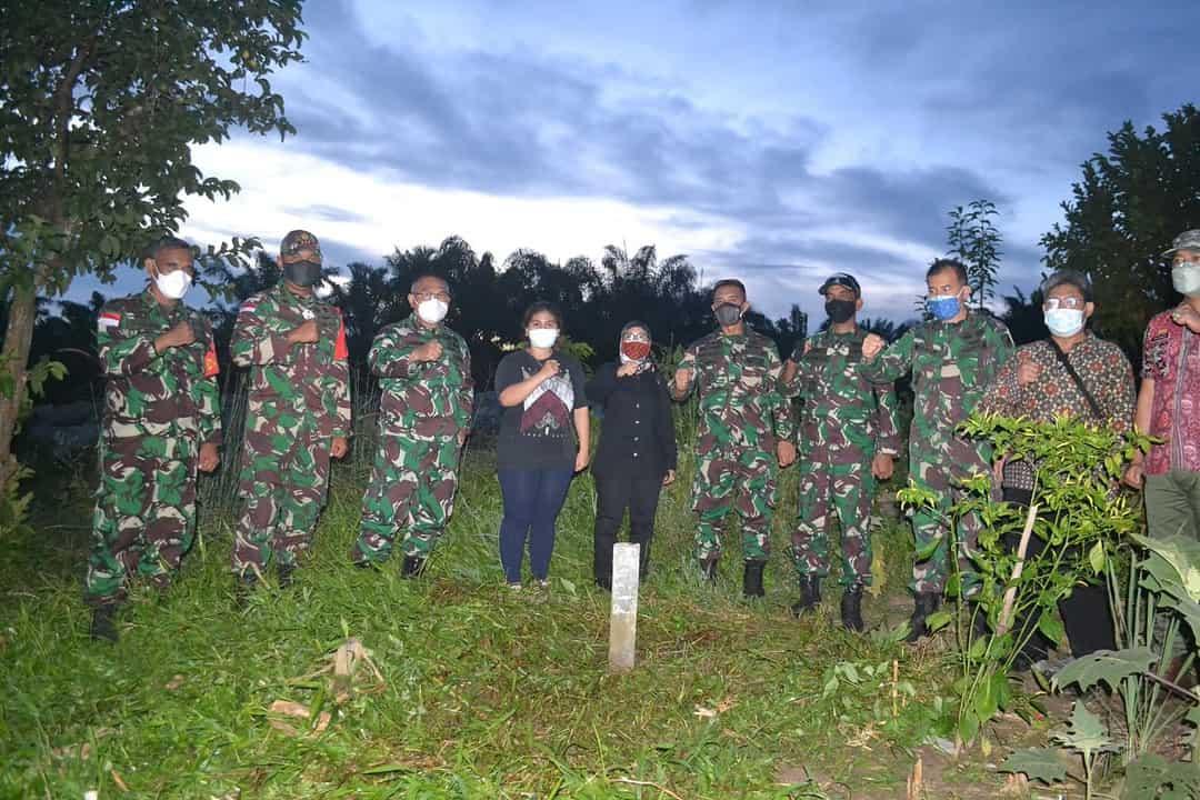 Satgas Pamtas Yonif Mekanis 643/WNS Mendampingi Kunjungan Tim BNPP Ke Patok Perbatasan.