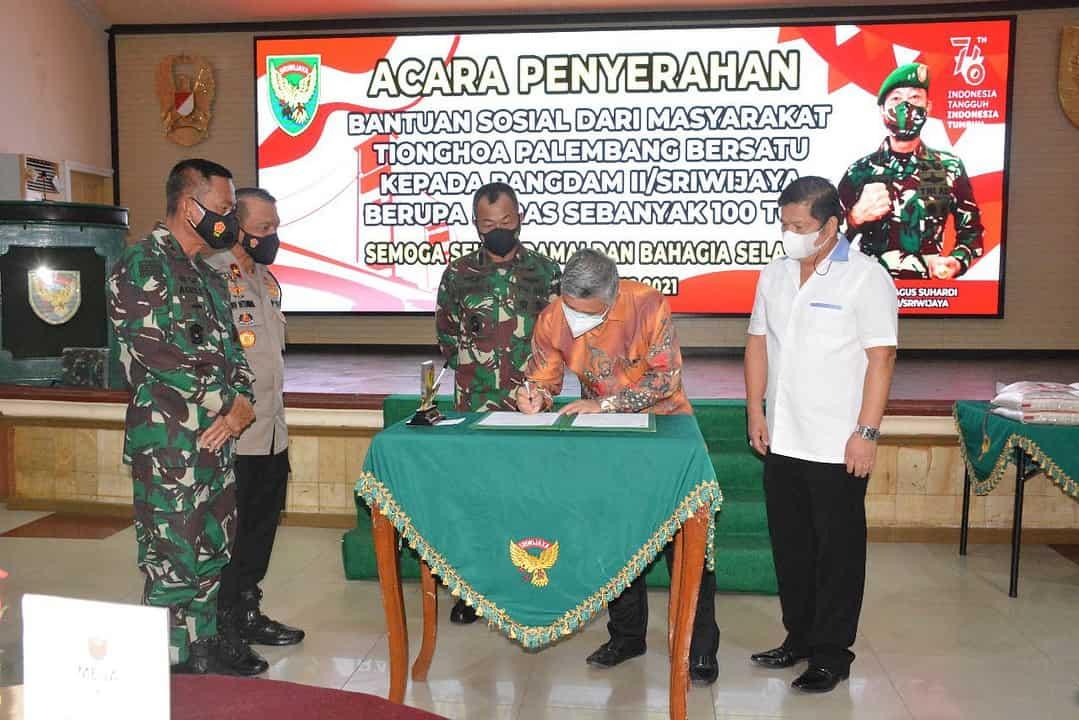 Melalui Kodam II/Sriwijaya, Paguyuban MTPB Serahkan Bansos 100 Ton Beras Bagi Warga Sumbagsel Terdampak Covid -19
