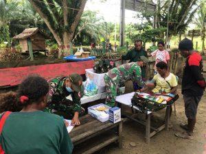 Satgas Yonif 131 Berikan Yankes Gratis Kepada Warga di Perbatasan Papua