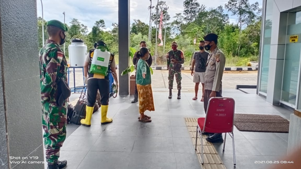 Antisipasi Penyebaran Covid Dari Luar Perbatasan, Enam Orang PMI Diamankan Satgas Yonif 144/JY di Jalur Non Prosedural