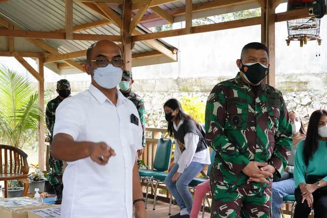 Kunjungi Panti Asuhan, Danrem 143/HO Bagikan Sembako Warga Terdampak Covid-19
