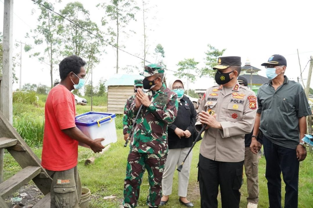 Pangdam II/Sriwijaya dan Kapolda Sumsel Tinjau Kegiatan Vaksinasi Massal dan Bakti Sosial di Air Sugihan