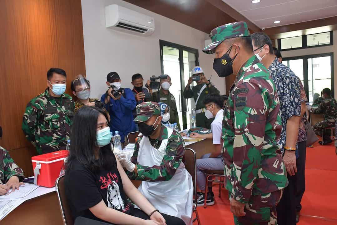 Pangdam I/BB Apresiasi Pelaksanaan Vaksinasi di Sekolah SMA Sutomo Medan