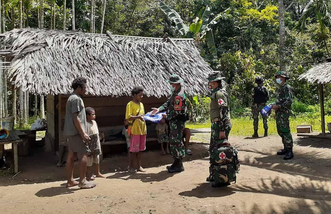 Cegah Penyebaran Malaria, Satgas Yonmek 403 Gelar Sosialisasi dan Bagikan Kelambu di Kampung Kalimo Papua