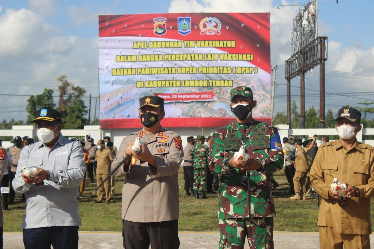 Danrem 162 dan Kapolda NTB Pimpin Apel Gabungan Vaksinator Covid -19 dan Percepatan Laju Vaksinasi di Wilayah Lombok Tengah