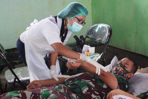Peringati HUT Batalyon ke-65, Satgas Pamtas Yonarmed 6/3 Kostrad Gelar Donor Darah di Perbatasan