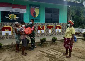 Jumat Berkah Satgas Yonif 512/QY Berbagi Dengan Warga Perbatasan Papua