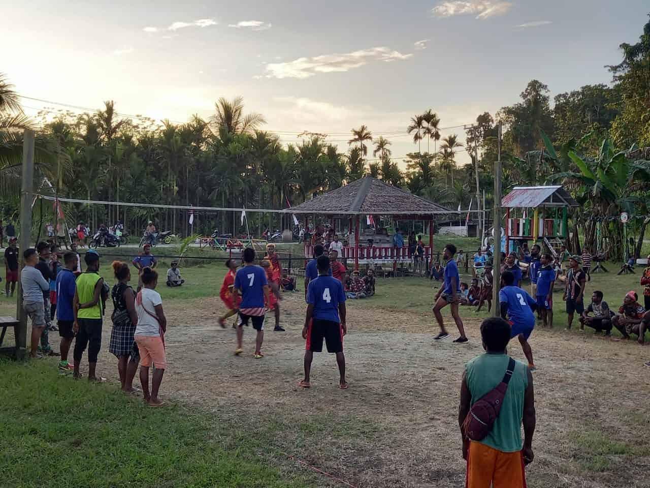 Satgas Yonif 131 Gelar Olah Raga Bersama Masyarakat Kampung Mosso Papua
