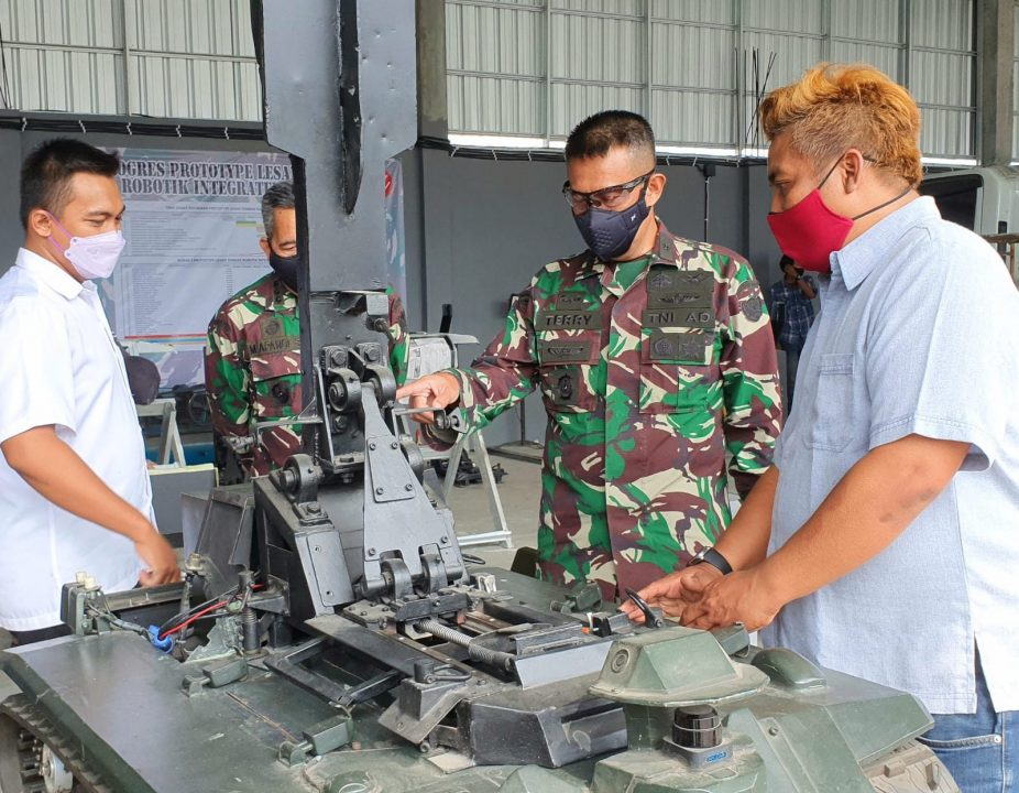 Kadislitbangad Tinjau Progress Prototype Robot Training Tembak Reaksi Integrated dan Prototype Sensor Tembak Counter Sniper Program Litbanghan TA. 2021