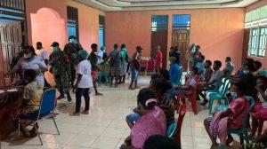 Kodam Kasuari Bantu Amankan Pengungsi Distrik Aifat, Maybrat