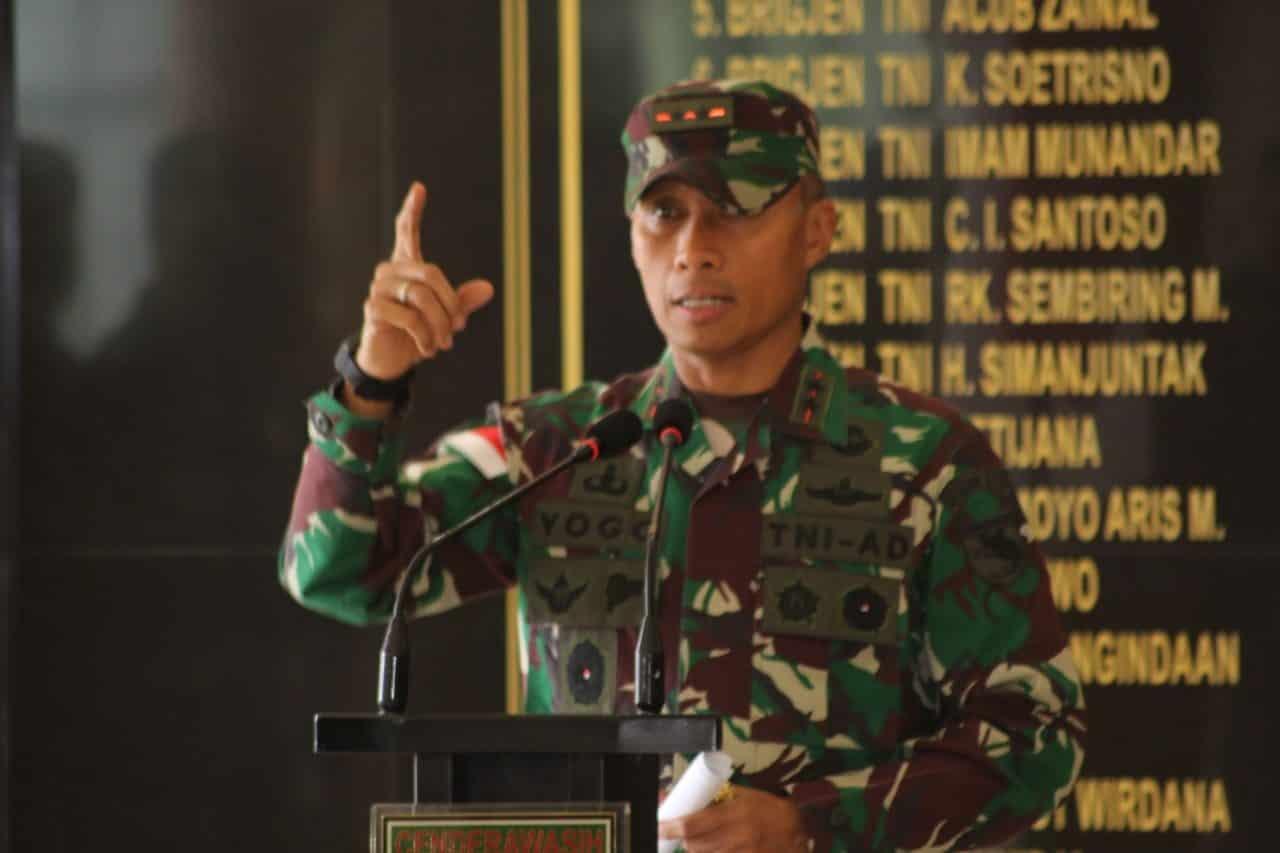 Berhasil Dapatkan Senjata Api Dari KST, Pangdam XVII/Cenderawasih Berikan Penghargaan Bagi Prajuritnya