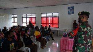 Satgas Yonarmed 6/3 Kostrad Gelar Sosialisasi New Normal di SMA 1 Mutis Eban